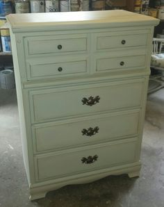 This piece was painted using Dixie Belle Dropcloth and then lightly distressed.