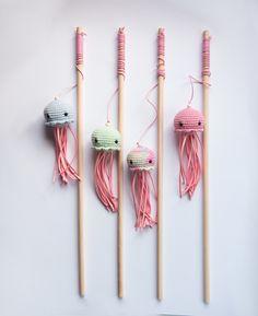 Cool Cat Toys, Diy Dog Toys, Pet Toys, Diy Catnip Toys, Diy Jouet Pour Chat, Ciel Pastel, Colorful Jellyfish, Fish Cat Toy, Cat Room