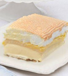 Finally found the recipe - the most delicious Filipino dessert Frozen Brazo de Mercedes! A Filipino all time favorite dessert Asian Desserts, Dessert Drinks, Frozen Desserts, Delicious Desserts, Chinese Desserts, Pinoy Dessert, Filipino Desserts, Filipino Recipes, Desserts