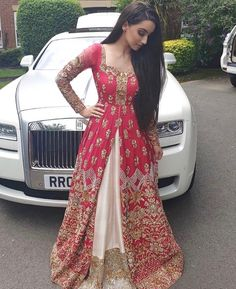 Newest Photos Bridal Dresses indian Style No matter if you are musing of marriage ceremony dress since you're 5 and be aware of the particul Indian Wedding Outfits, Pakistani Outfits, Bridal Outfits, Indian Outfits, Bridal Dresses, Bridesmaid Dresses, Lehenga Choli, Red Lehenga, Sabyasachi