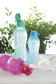 Keep cool around the house and when you're on the go. I bring my pink bottle to the gym with me and everywhere else. Tupperware Store, Tupperware Recipes, Tupperware Consultant, Pink Bottle, Kitchen Helper, Keep Cool, Host A Party, Innovation, App