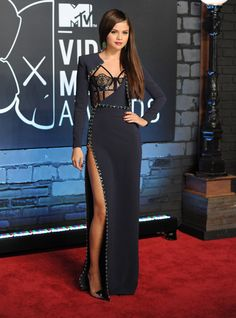 Shop Selena Gomez navy long-sleeve dress at 2013 MTV Video Music Awards for find Selena Gomez dresses for sale and best red carpet dresses for less Grad Dresses Long, Dresses For Less, Dresses 2013, Dresses For Sale, Prom Dresses, Vestido Selena Gomez, Style Selena Gomez, Red Carpet Dresses, Blue Dresses