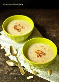 Květáková polévka s mandlemi | Blog Mlsné Kočky Cheeseburger Chowder, Food And Drink, Soup, Pudding, Ethnic Recipes, Desserts, Blog, Tailgate Desserts, Deserts