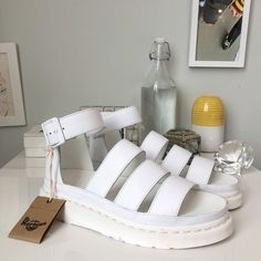Dr. Martens, Grunge Style, Soft Grunge, Sandals Outfit, Shoes Sandals, Sandals Platform, Timberland Boots, Vans Authentic, White Dr Martens