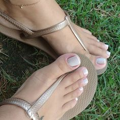 #pés #feet #pezinhos #instafeetlove #footmodel #podo #podolatria #instafeet #prettyfeet #cutefeet #instafeetlove #barefeet #beautifulfeet #fetiche #feetlovers #perfectfeet #pies #pieds #footfetishnation #pedi #pedicure #toes #pe #feetgirl #feetgoddess #soles #solas #solinhas #feetslave