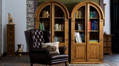 chesterfield fotel Tall Cabinet Storage, Bookcase, Chesterfield, Shelves, Furniture, Vintage, Home Decor, Living Room, Shelving