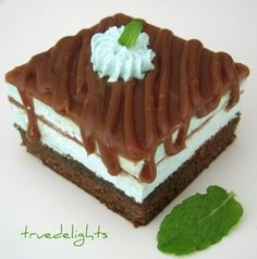 Prajitura After Eight - Culinar. Great Desserts, Delicious Desserts, Yummy Food, Yummy Yummy, Baking Recipes, Cake Recipes, Dessert Recipes, Food Cakes, Cupcake Cakes