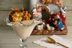 Mousse de turrón con galleta crujiente de cereales y chocolate