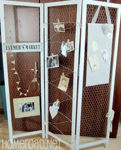 Chicken wire display frame idea for Arts and Craft Fair Booth Displays. I may have everything I need to make this for an art show! Craft Fair Displays, Market Displays, Craft Booths, Farmers Market Display, Retail Displays, Merchandising Displays, Store Displays, Diy Room Divider, Room Dividers