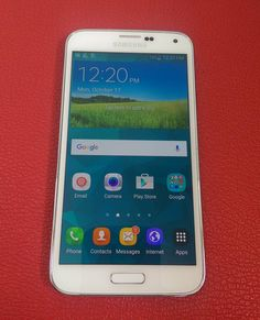 Samsung Galaxy S5.  Precio $7500.  Teléfono 809-626-0890 Whatsapp 809-322-8783
