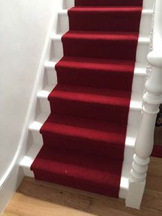 Best images_ photos and pictures about red stair carpet ideas _staircarpetideas _redstaircarpet R Staircase Carpet Runner, Stairway Carpet, Foyer Staircase, Staircase Makeover, Carpet Stairs, Staircase Design, Staircase Ideas, Hallway Ideas, Inspiral Carpets