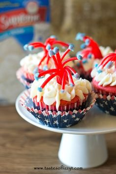 Twizzler Firecracker Cupcakes. So fun for a July 4th party! Perfect edible craft to make with the kids.