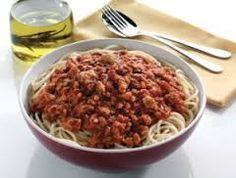 POUR 4 PERSONNES Info ww = 5 pp / personnes INGREDIENTS 300 g boeuf haché (15% car c'est ce que j'ai dans mon congélateur...) 1 oignon 4cc huile olives 1 boite de tomate pelée concassee 2 CS de concentré de tomates 1/2cc de sel, poivre, herbes de provence...