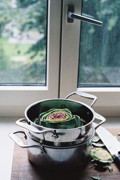 STEAMED ARTICHOKE WITH GARLIC AIOLI http://www.housetohaus.blogspot.ch/2012/09/artichokes-and-aging.html