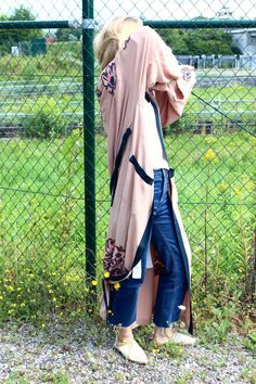 Kimono <3 #kimono #lang #xxl #oversized #fashion #styling #streetstyle #blogger #babouche #jeans #blue #langermantel #mantel #morgenmantel #lingerielook #styling #lotd #ootd