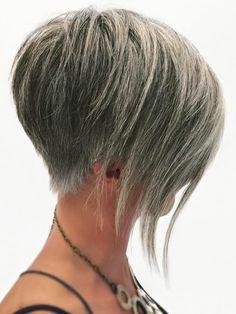 66 Pixie Schnitte für dickes / dünnes Haar - hair styles for short hair Short Haircut Styles, Cute Short Haircuts, Cool Haircuts, Long Hair Styles, Pixie Haircuts, Edgy Long Hair, Short Grey Hair, Short Hair Cuts, Thin Hair
