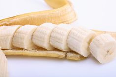 "All you need is 1/4 cup yogurt, 1/2 banana and 1 tsp honey for this Natural ""Botox"" Mask from Dr. Oz"