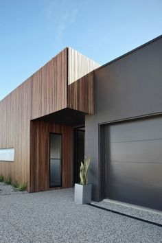 66 Beautiful Modern House Designs Ideas - Tips to Choosing Modern House Plans Modern Exterior Design Ideas Luxury Home House Cladding, Timber Cladding, Exterior Cladding, Facade House, House Siding, Modern House Facades, Modern House Plans, Modern House Design, Modern Houses