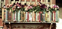 I dorsi dei vecchi volumi come decoro dei vasi da balcone