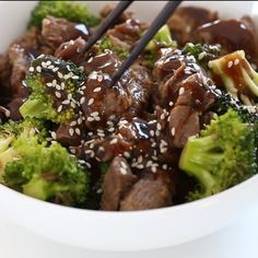Easy Beef and Broccoli Stir Fry. Easy Beef and Broccoli Stir Fry- forget take-out! In 15 minutes you can have this insanely delicious beef and broccoli stir fry! Crockpot Beef And Broccoli, Slow Cooker Broccoli, Broccoli Recipes, Chicken Broccoli, Recipe For Beef And Broccoli, Crockpot Beef Recipes, Thin Steak Recipes, Taco Chicken, Cream Chicken
