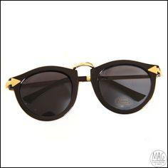 Óculos de sol preto, em detalhes dourados. Modelo retrô.  Produto novo!
