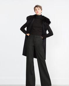 Pin for Later: Diese Farbe solltet ihr unbedingt beim nächsten Date oder Vorstellungsgespräch tragen  Zara Weste mit Fellkragen (100 €)