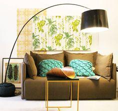 PRIMAVERA VERÃO : Salas de estar tropicais por Entre Led e Design