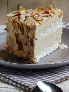 : Chanteclair Toulonnais: iced cake meringue and coffee {without ice cream maker} French Desserts, Summer Desserts, Just Desserts, Delicious Desserts, French Recipes, Meringue Cake, Custard Cake, Mousse Cake, Baking Recipes