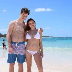 Ariel Winter rocks cheeky gold-chain bikini while in Bahamas with friends.