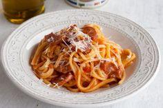 15 Minuten, ein Topf, Nudeln, Tomaten, Salami - mehr braucht es nicht für diese One Pot Pasta. Perfekt nach stressigen Tagen - oder als Mitternachtsessen.