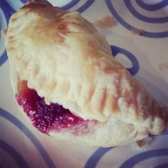 Apple-raspberry turnover Made with Jus-Rol Puff Pastry. Recipe on EnteringVeganTerritory.co.uk