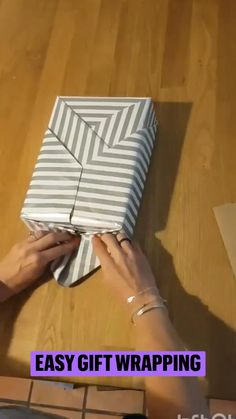 Creative Gift Wrapping, Creative Gifts, Wrapping Presents, Wrapping Ideas, Christmas Gift Wrapping, Diy Christmas Gifts, Holiday Crafts, Craft Gifts, Diy Gifts