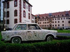 Mosaik-Trabbi von Anne Schwegmann-Fielding (2012)