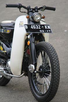Cafe Racer Motorcycle, Motorcycle Design, Bike Design, Honda Cub, Honda Wing, Vintage Honda Motorcycles, Honda Bobber, Scooter Girl, Mini Bike