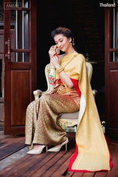 Thai wedding dress. ชุดไทยจักรพรรดิ Credit: อัปสรานครเช่าชุดขอนแก่น. The national costume of Thailand. Thai traditional wedding dresses and new Thai modern style dresses. In Thailand especially for contemporary traditional wedding ceremony style. Thailand. #ชุดไทย #ชุดไทยจักรพรรดิ #ชุดไทยพระราชนิยม #ชุดประจำชาติไทย #wedding #dresses #sbai #traditional #national #costume #modern #bride #silk #culture #hairstyle #makeup #jewelry #outfit #Siam #Alicio #Aliciothailand #Thailand Thai Wedding Dress, Wedding Dresses, Thailand National Costume, Thai Traditional Dress, Thai Dress, Sari, Costumes, Traditional Hairstyle, Thai Thai