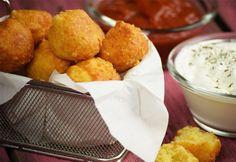 Sajtos pufi Cornbread, Feta, Muffin, Cookies, Ethnic Recipes, Drink, Youtube, Finger Food, Millet Bread
