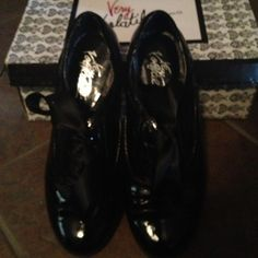 Shoes Black, very comfortable volatile. Worn twice, but in excellent condition. very volatile Shoes