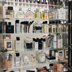 Perfume Storage, Perfume Organization, Makeup Drawer Organization, Perfume Display, Makeup Storage, Chance Chanel, Vanity Decor, Perfume Collection, Displaying Collections