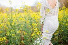 Séance d'engagment par Caroline (Estellane Photographie) dans les champs, printemps, avril, wedding, french, love, coeur, inspiring, colza, yellow, lovers, bash, robe,