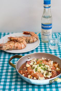 Prawn Saganaki is a wonderful combination of shrimps, tomatoes and feta. It's ideal as a meze, with some ouzo or a nice dry white wine! Greek Fish Recipe, Greek Recipes, Fish Recipes, New Recipes, Greek Meze, Old Greek, Greek Dishes, Dry White Wine, Summer Dishes