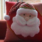 El fieltro puede ser tu mejor aliado esta navidad si sabes utilizarlo, ya que hay un montón de adornos navideños que puedes hacer con este material, es muy económico y fácil de usar y el resultado es muy lindo, puedes personalizarlo tanto como quieras, tu puedes elegir colores, tamaños y la forma para tus decoraciones, espero que te gusten las ideas que encontré para compartirte.