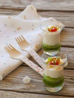 Original entrante con una mezcla de sabores muy acertada. CREMA DE MOZZARELLA CON GELATINA DE ALBAHACA Ingredientes: Para l...