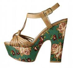 Flowered platform shoe