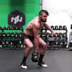 Get your heart pumping and full body working with this high energy single kettlebell flow -40 seconds work -20 seconds rest -10 rounds #kettlebell #kettlebellworkout #onnit #fullbodyworkout • Get my online Kettlebell Course at EricLeija.com. Over 150 Hd Technique videos, workouts, warm ups, and cooldowns! Link in my bio! • ⚡️EricLeija.com⚡️