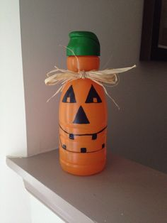 Creamer container pumpkin, put battery candle in bottom Pill Bottle Crafts, Diy Bottle, Halloween Crafts, Holiday Crafts, Coffee Creamer Bottles, Coffee Crafts, Jar Crafts, Kids Crafts, Family Crafts