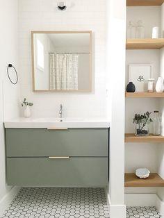The guest bathroom is equipped with a simple Ikea vanity.- Das Gäste-Badezimmer ist mit einem einfachen Ikea-Waschtisch ausgestattet, der The guest bathroom is equipped with a simple Ikea vanity, which … – – - Bad Inspiration, Bathroom Inspiration, Interior Inspiration, Interior Ideas, Ikea Vanity, Vanity Bathroom, Bathroom Mirror Shelves, Floating Shelves For Bathroom, Tiled Walls In Bathroom