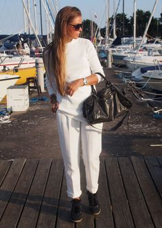 ❤️All'❤️❤️  Maria Kragman is wearing white on white, trousers from ASOS, top from Zara, sneakers form Isabel Marant and the bag is from Balenciaga