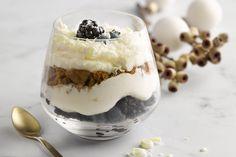 Een trifle is een Engels dessert met verschillende laagjes. Deze lekkere variatie is met blauwe vruchten, mascarpone en speculaas. Makkelijk en feeste...