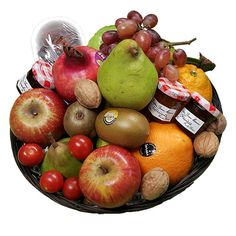 Quality Fruit Baskets. Fruitmand Fruitig  1x Dadels 150 gr.  3x Jam 30 gr.   90 gr.  2x Kiwi  1x Granaatappel  2x Sinaasappel  3x Appel  2x peer  1x Druiven  1x Overige Decoratie