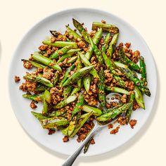 Pork and Asparagus Stir-Fry Recipe - Blistered yet snappy asparagus and crispy pork in a robust sauce. Informations About Pork and Aspara - Stir Fry Recipes, Pork Recipes, Asian Recipes, Cooking Recipes, Keto Recipes, Chinese Recipes, What's Cooking, Healthy Recipes, Vegetarische Rezepte